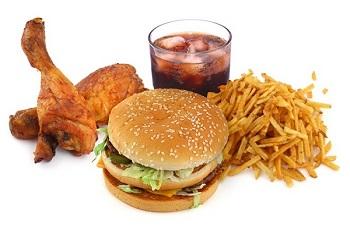 Cholesterol trong máu phụ thuộc rất nhiều vào chế độ ăn hàng ngày